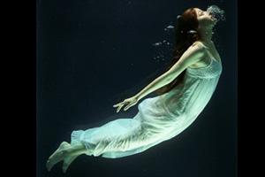 Vrouw onder water
